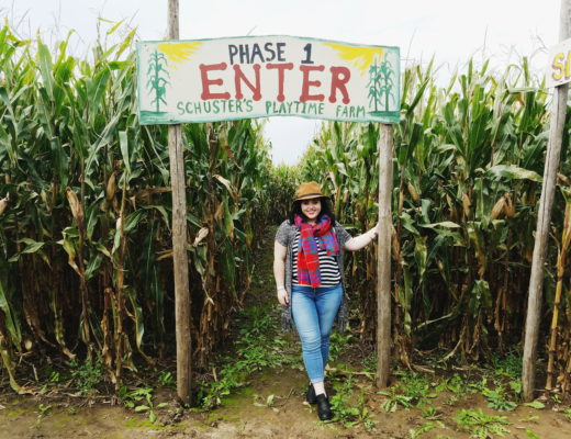 fall fashion blogger at corn maze